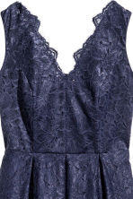 H&M+ Abito in pizzo scollo a V - Blu scuro - DONNA | H&M IT 3