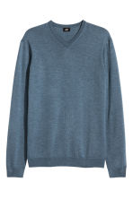 V-neck merino wool jumper - Pigeon blue - Men | H&M CN 2