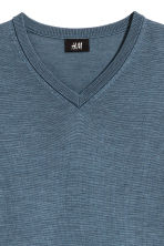 V-neck merino wool jumper - Pigeon blue - Men | H&M CN 3