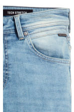 Tech Stretch Slim Low Jeans - Light denim blue - Men | H&M 4