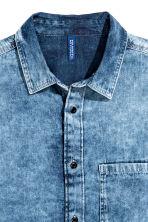 Washed denim shirt - Denim blue - Men | H&M 3