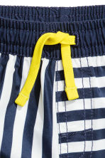 Patterned swim shorts - Dark blue/Striped -  | H&M CN 2