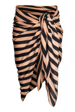 Patterned sarong - Black/Beige/Striped - Ladies | H&M CN 1