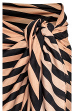 Patterned sarong - Black/Beige/Striped - Ladies | H&M CN 2