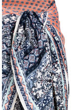 Patterned sarong - Dark blue/Patterned - Ladies | H&M 3