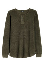 Waffled Henley shirt - Dark khaki green - Men | H&M 2
