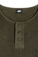 Waffled Henley shirt - Dark khaki green - Men | H&M 3