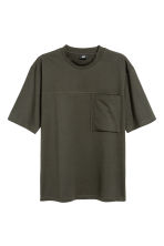 T-shirt with a chest pocket - Dark khaki green - Men | H&M 2