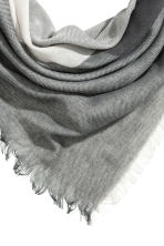 Block-patterned scarf - Grey/White - Ladies | H&M CN 2