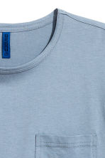 T-shirt with a chest pocket - Pigeon blue -  | H&M 2