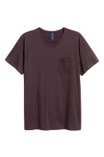T-shirt with a chest pocket - Dark plum - Men | H&M 2