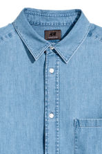 Premium cotton denim shirt - Light denim blue - Men | H&M 3