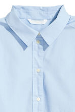 Wide cotton shirt - Light blue - Ladies | H&M 3