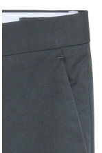 Cropped suit trousers Slim fit - Grey green - Men | H&M 4
