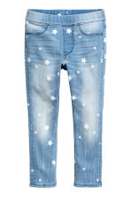 Legging en denim super stretch - Bleu clair denim/étoiles - ENFANT | H&M FR 2