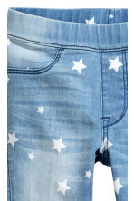 Leggings in denim superstretch - Blu denim chiaro/stelle - BAMBINO | H&M IT 3