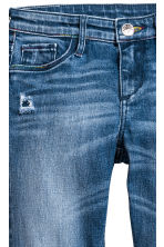 Skinny Fit Worn Jeans - Blu denim - BAMBINO | H&M IT 4