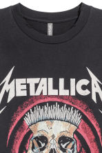 T-shirt with a print motif - Black/Metallica - Men | H&M 3