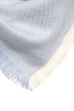Block-patterned shawl - Blue/Natural white - Ladies | H&M 3