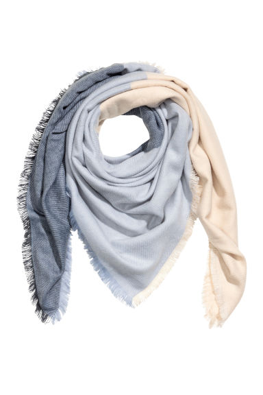 Block-patterned shawl - Blue/Natural white - Ladies | H&M 1