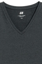 V-neck T-shirt Slim fit - Anthracite grey - Men | H&M CN 3