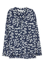 V-neck blouse - Dark blue/Patterned - Ladies | H&M 2