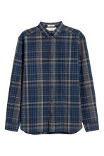 Linen-blend shirt Regular fit - Dark blue/Checked - Men | H&M CN 2