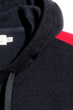 Fine-knit hooded jumper - Dark blue/Red - Men | H&M 3