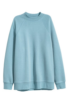Sweatshirt with raglan sleeves