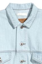 veste en jean oversize bleu denim clair femme h m fr. Black Bedroom Furniture Sets. Home Design Ideas