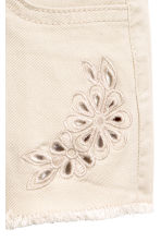 Embroidered twill shorts - Light beige -  | H&M 3