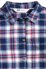 Generous fit Cotton shirt - Dark blue/Checked - Kids | H&M CN 2