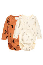 2-pack long-sleeved bodysuits - Camel - Kids | H&M 1