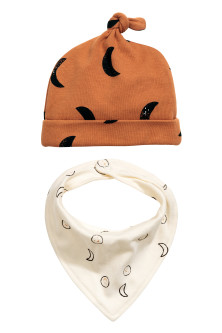 Hat and triangular scarf