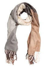 Block-coloured shawl - Beige/Checked - Ladies | H&M 1