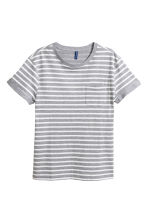 T-shirt with a chest pocket - Grey/White striped - Men | H&M CN 1