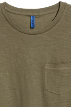 T-shirt with a chest pocket - Khaki green - Men | H&M 3
