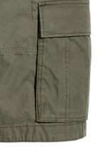 Cargo shorts - Khaki green - Men | H&M 4