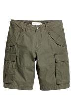 Cargo shorts - Khaki green - Men | H&M 2