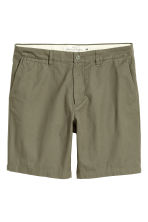 Chino shorts - Khaki green - Men | H&M 2