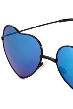 Heart-shaped sunglasses - Black/Blue - Ladies | H&M 3