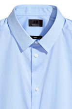 Short-sleeved stretch shirt - Light blue - Men | H&M CN 3