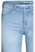 Feather Soft Low Jeggings - Light denim blue - Ladies | H&M 4