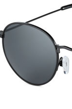 Sunglasses - Black - Men | H&M CN 3