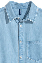 Washed denim shirt - Light denim blue - Men | H&M 4