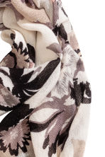 Woven scarf - White/Grey floral -  | H&M CN 3