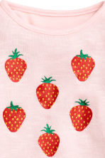 Jumper with a print motif - Light pink/Strawberries -  | H&M CN 3