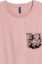 T-shirt with a chest pocket - Dusky pink - Men | H&M CN 3