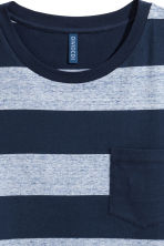 T-shirt with a chest pocket - Dark blue/Striped - Men | H&M 3