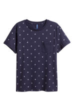 T-shirt with a chest pocket - Dark blue/Patterned - Men | H&M CN 2